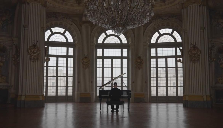 """Una """"Lacrima mancante"""" al palazzo di Stupinigi, il nuovo video di Silvio Merlin"""